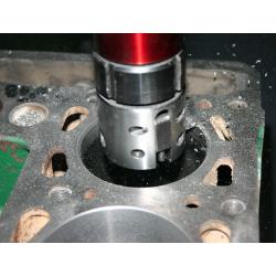 Cilinder boren en honen voor overmaat zuiger